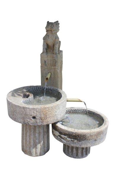 Drachen Brunnen aus Naturstein