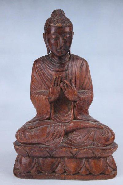 Holz Buddha-Figur mit Rad der Lehre