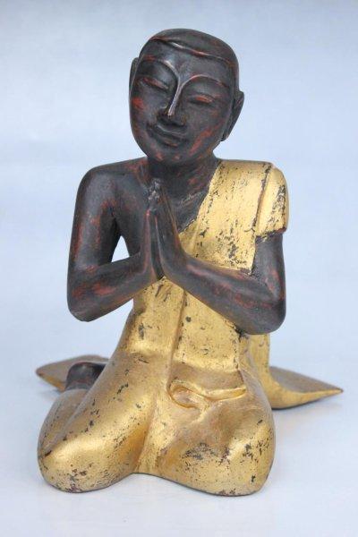 Mönch Figur aus Holz mit Namaska Mudra