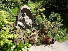 Buddha-Garten-gross-Stein