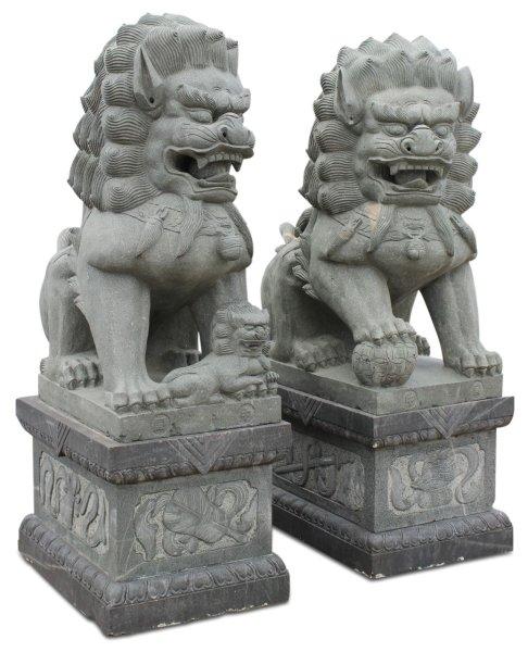 225 cm große Tempel-Löwen aus Granitstein