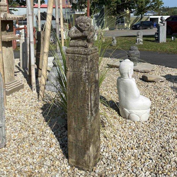 Große Garten Stele aus Stein mit Affe - 120cm groß