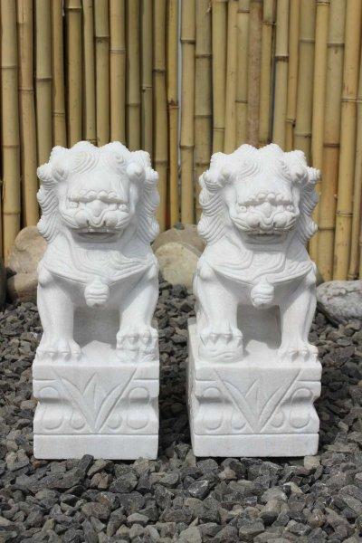 Asiatische Fu Dogs aus Marmorstein - Gartenfiguren