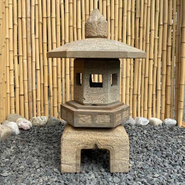 Asiatisches Naturstein Geisterhaus (65cm) Garten Laterne