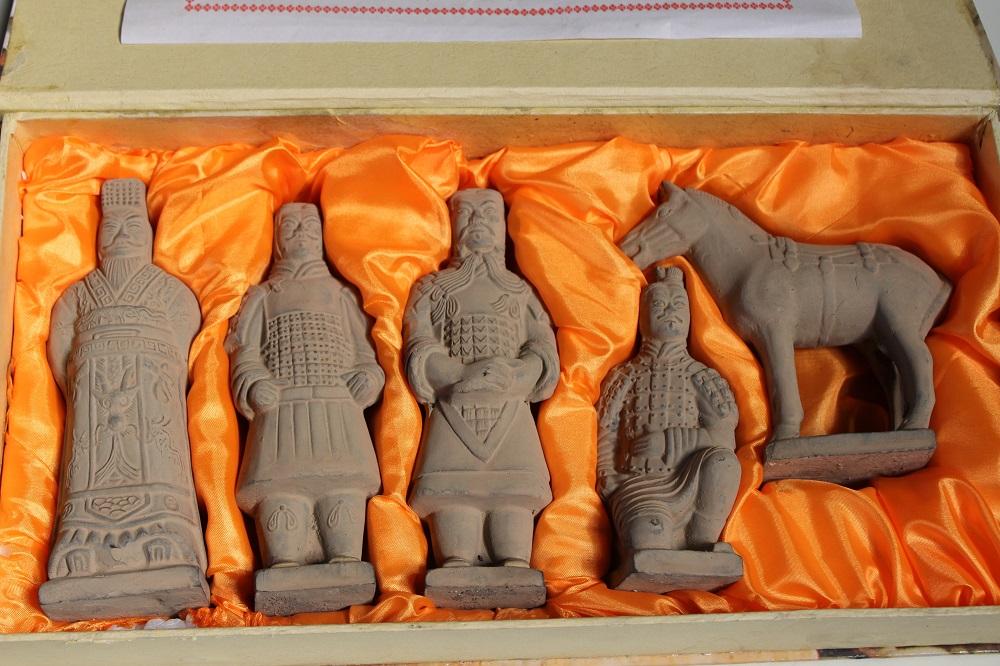 Terrakotta Krieger Kämpfer Set mit Pferd China Figur Asien LifeStyle Geschenkbox