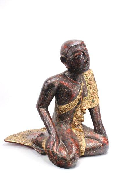 Kniender Mönch aus Holz, Mandalay
