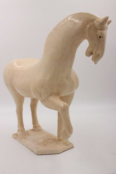 Chinesisches Tang Pferd aus Ton - Cremefarben