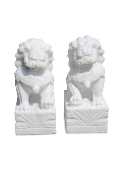 Wächterlöwen aus weißen Granitstein