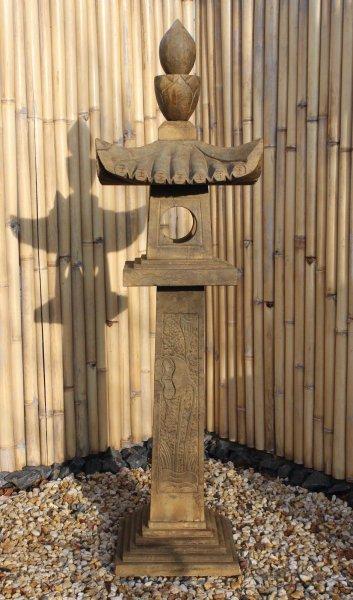 175cm große, asiatische Steinlaterne - Geisterhaus für Garten - restauriert