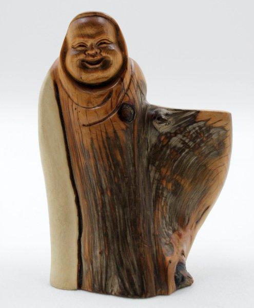 Happy Buddha Figur aus Zedern Holz geschnitzt