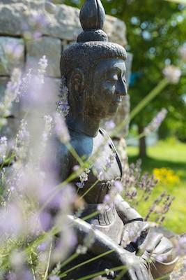 Buddha-Garten-sitzend