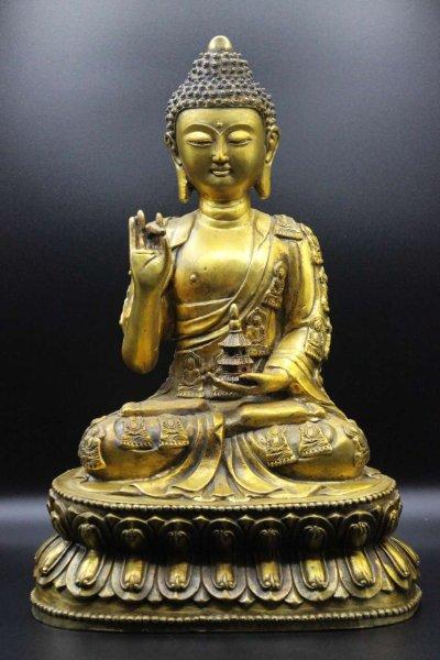 Buddha Figur aus Bronze - verziertes Gewand