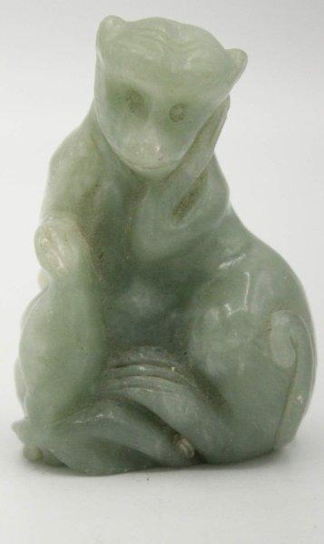 Kleine Affen Figur aus grünem Achat - Tierkreiszeichen