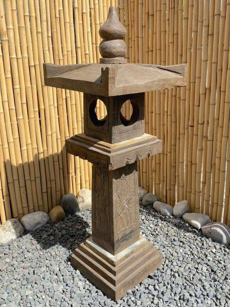 Asiatische Steinlaterne - Geisterhaus für Ihren Garten