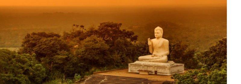 Die Hochwertigen Buddhafiguren Aus Verschiedenen Materialien Asien