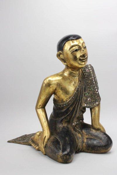 Kniende Mönch Figur aus Holz