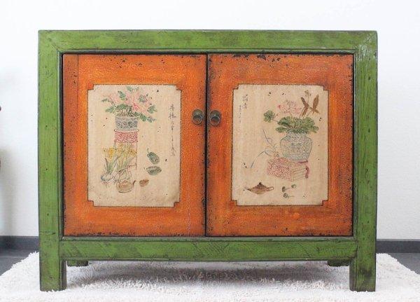 Asiatische Kommode in Grün und Orange mit Bemalung