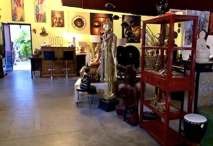 Großer Showroom: Möbel - Buddhas - Kunst