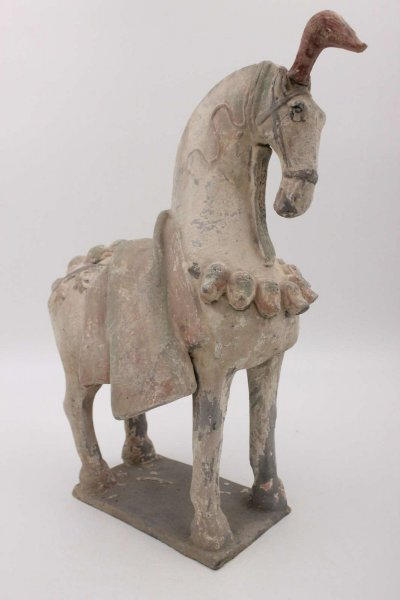 China Tang Pferd aus Ton - mit Kopfschmuck