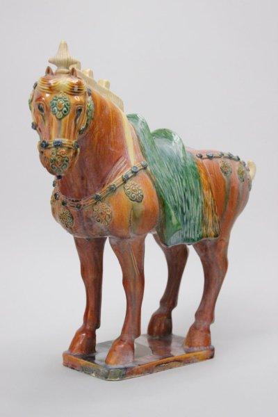 Chinesisches Tang Pferd aus Terrakotta, Orange