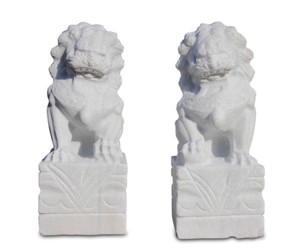Tempelwächter aus weißen Granitstein