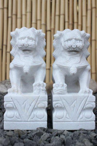 Chinesische Fu Dog Wächterlöwen aus Marmorstein