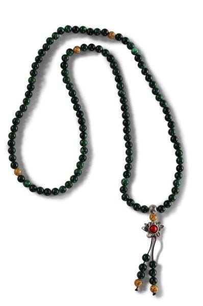 Buddhistische Meditationskette mit Malachit Steinen