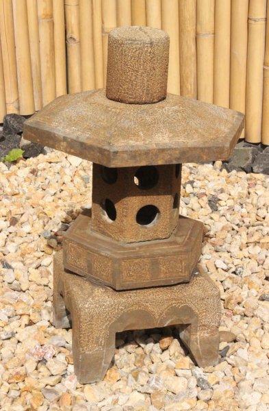 Asiatische Steinlaterne - China Pagode für Ihren Garten