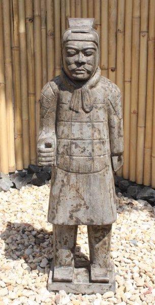 Terrakotta Krieger Soldat aus Naturstein für den Garten