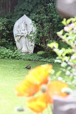 Besondere Buddha Figuren für den Garten